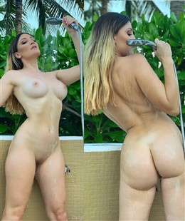 Holly Wolf Nude Shower onlyfans Photos