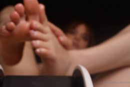 Maimy ASMR Pantyhose Feet Massage Leaked Video